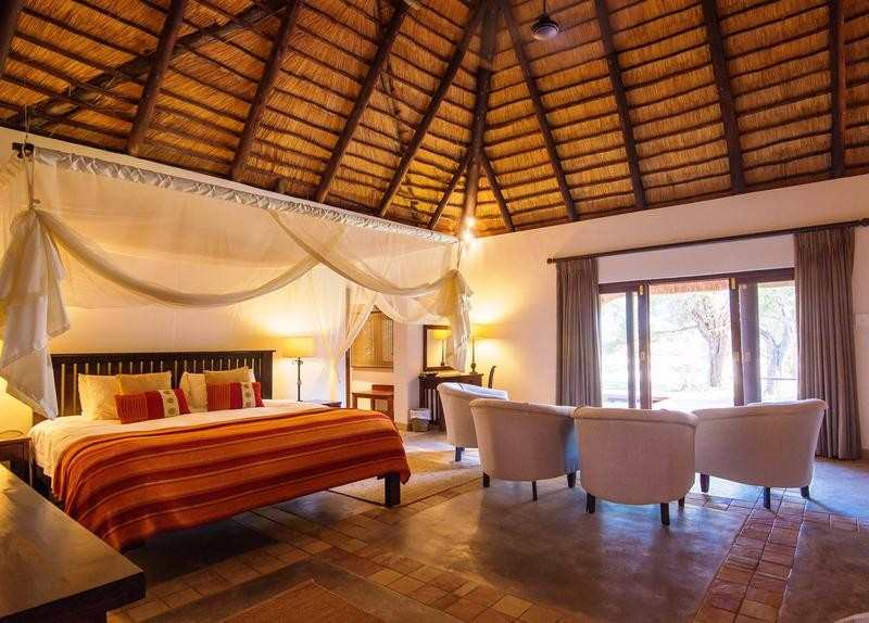 inyati-game-lodge_-family_room2