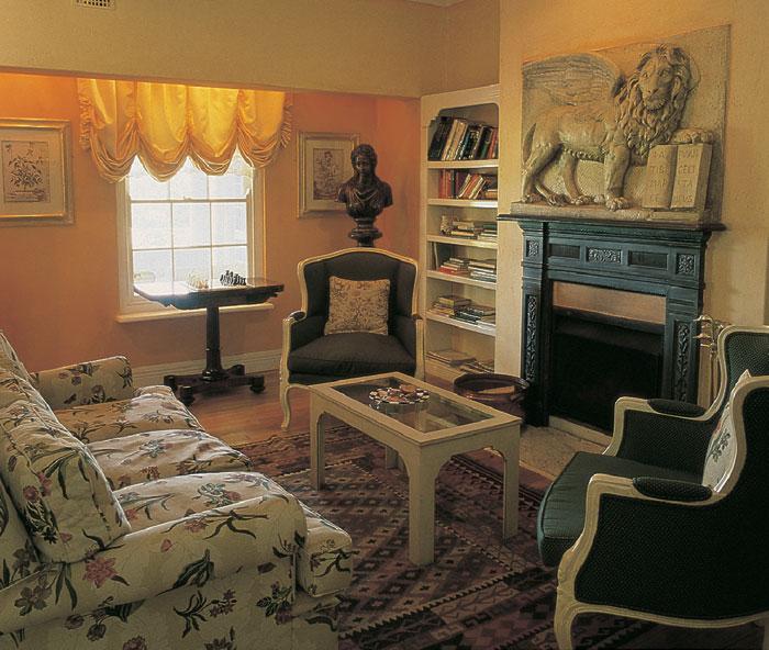blue-mountain-lodge-interior-detail