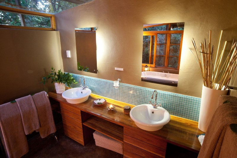 makakatana-honeymoon-room-twin-bathtubs