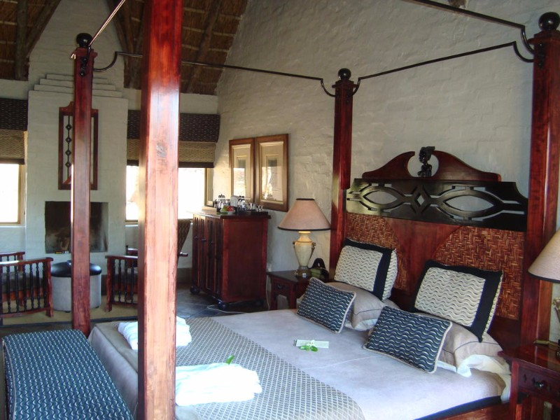 entabeni-kingfisher-honeymoon-suite-interior