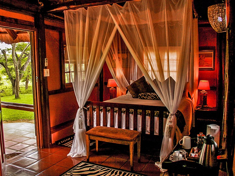 thula-thula-deluxe-Accommodation-Medium-De-Luxe-Room-1