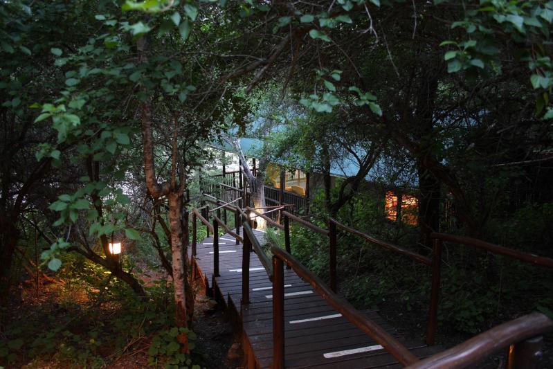 mkuzi-falls-walk-ways-between-accommodation