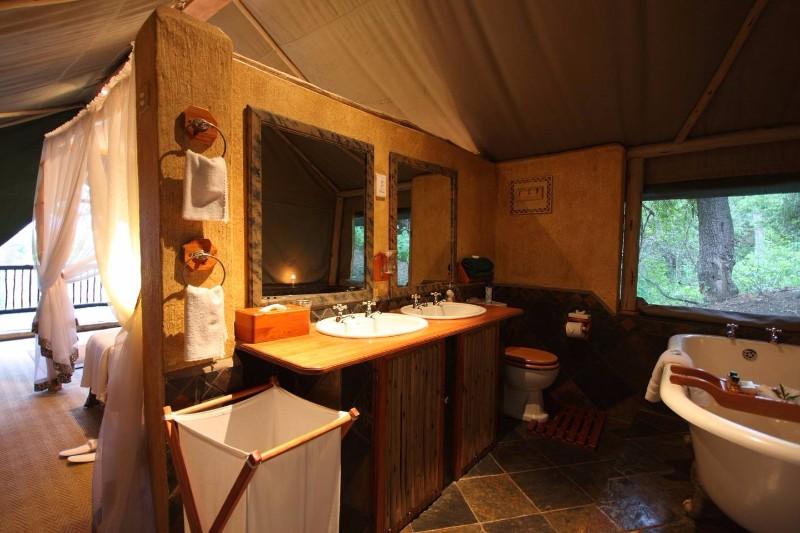 Mkuze-Falls-lodge-tent-bathroom