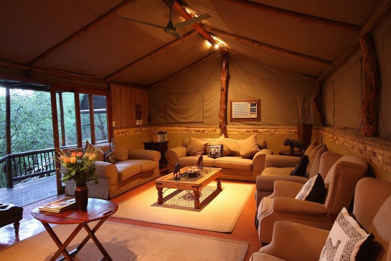 mkuzi-falls-tented-lodge-lounge-area