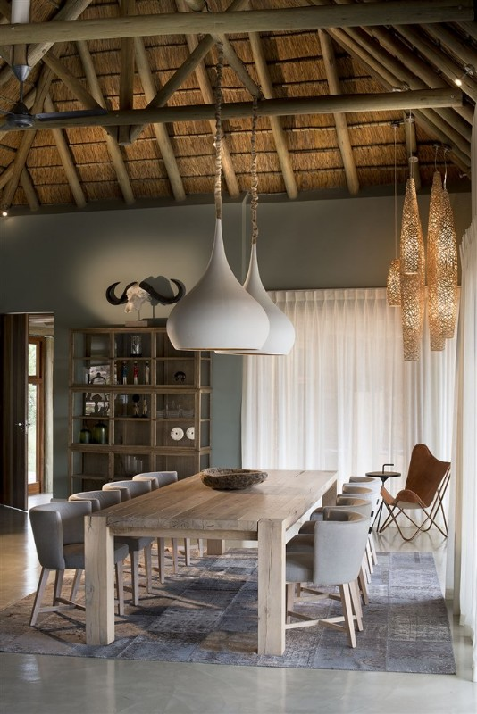 mhondoro-p-interior-dining