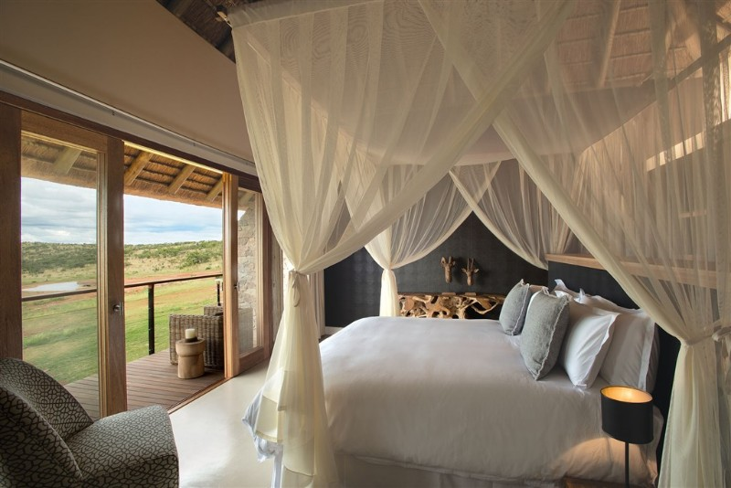 mhondoro-villa-interior-bedroom-with-a-view