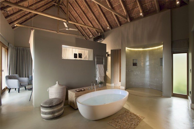 mhondoro-villa-interior-openplan-bathroom