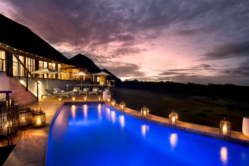 mhondoro-villa-pool-view-at-night