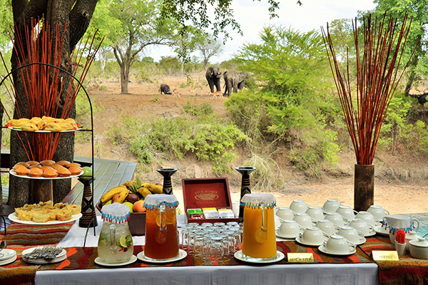 safari-destinations-accommodation-imbali-dining-2