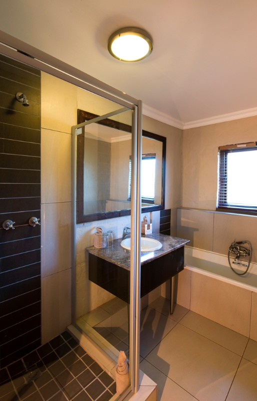 entabeni-lakeside-accommodation-bathroom-shower