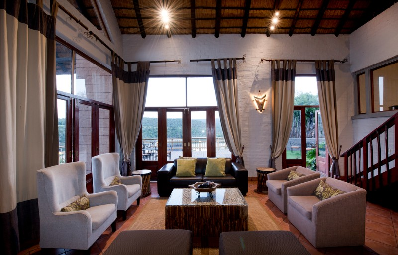 entabeni-lakeside-accommodation-lounge-area