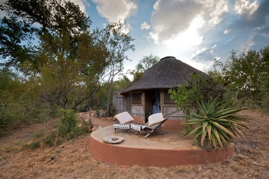 accommodation-double-hut-exterior-Umlani-Bushcamp-Timbavati-Private-Nature-Reserve-Kruger-National-Park
