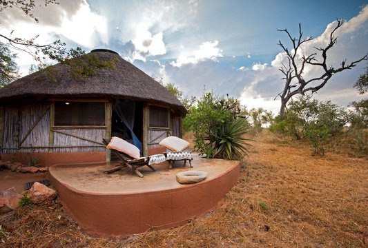 accommodation-double-hut-thatched-Umlani-Bushcamp-Timbavati-Private-Nature-Reserve-Kruger-National-Park