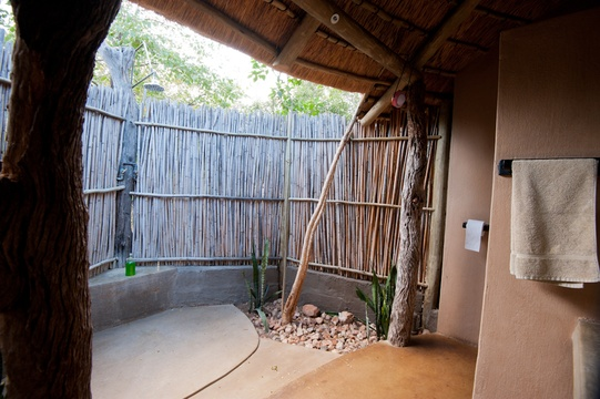 accommodation-eco-hut-bathroom-Umlani-Bushcamp-Timbavati-Private-Nature-Reserve-Kruger-National-Park