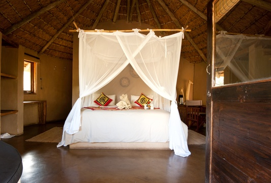 accommodation-eco-hut-double-bed-Umlani-Bushcamp-Timbavati-Private-Nature-Reserve-Kruger-National-Park