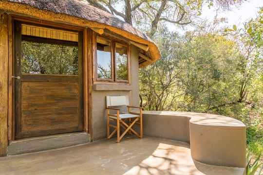 accommodation-eco-hut-exterior-Umlani-Bushcamp-Timbavati-Private-Nature-Reserve-Kruger-National-Park