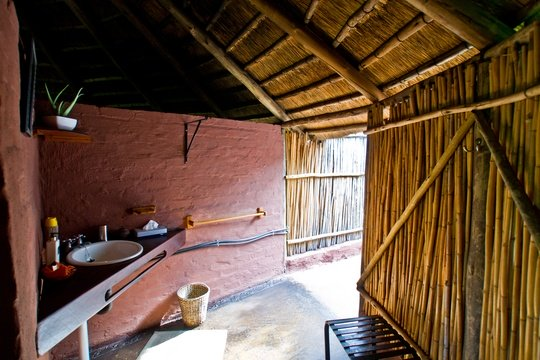 accommodation-family-hut-bathroom-Umlani-Bushcamp-Timbavati-Private-Nature-Reserve-Kruger-National-Park