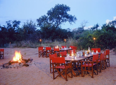 bush-dinner-in-river-bed-Umlani-Bushcamp-Timbavati-Private-Nature-Reserve-Kruger-National-Park
