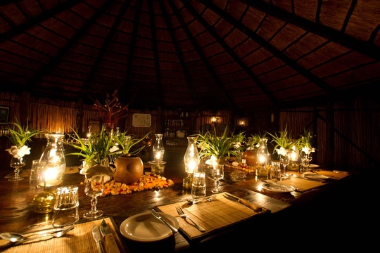 dinner-setting-Umlani-Bushcamp-Timbavati-Private-Nature-Reserve-Kruger-National-Park