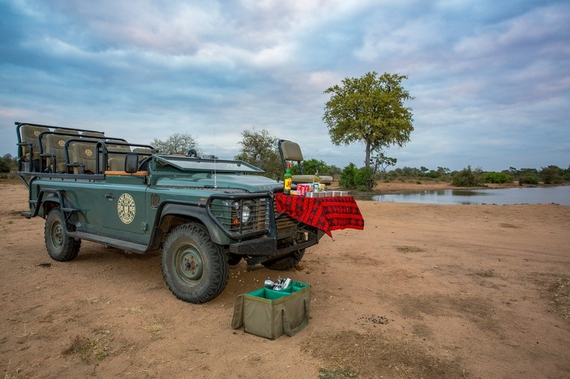 sundowners-Umlani-Bushcamp-Timbavati-Private-Nature-Reserve-Kruger-National-Park