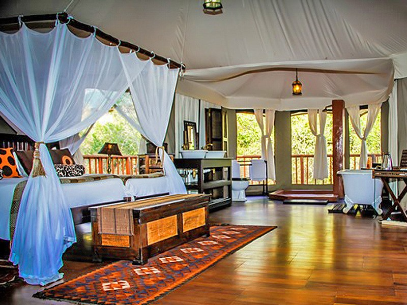 accom-thula-thula-tents-open