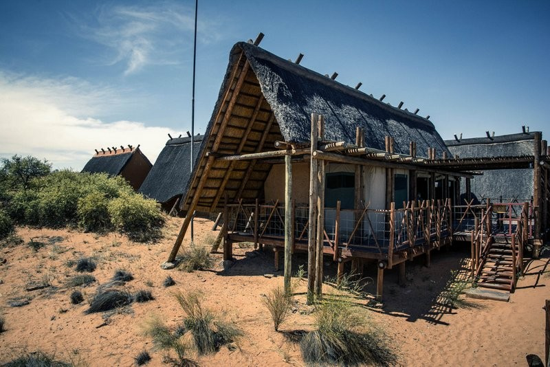 xaus-lodge-accommodation-exterior