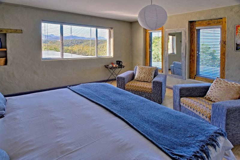 Hog-Hollow-Villa-2_Forest-Lodge-suite-bedroom-lr-1