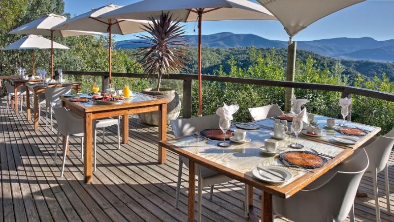 Hog-Hollow-breakfast-deck-1