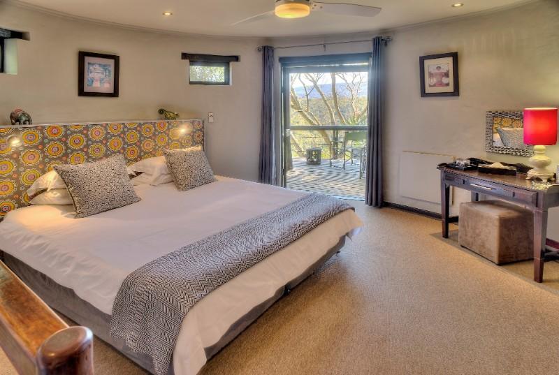 Hog-Hollow-suite-bedroom-1