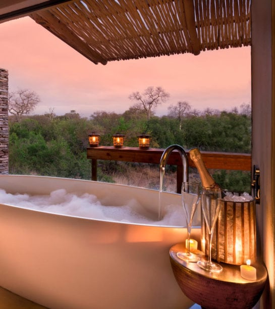 RockFig-Safari-Lodge_Romantic-candlelit-bath