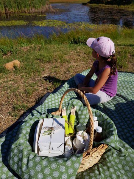 duikersdrift farm Kid-on-picnic-blanket-