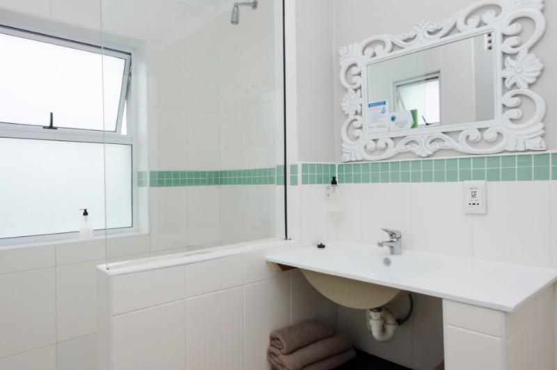 Club-Break-superior-bathroom