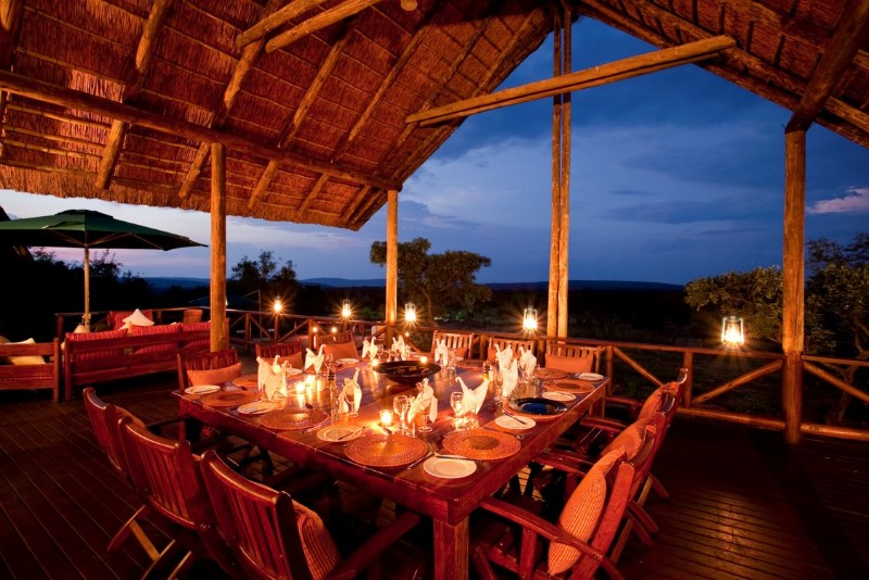 Jamila-Lodge-Dinner-on-the-Main-Deck