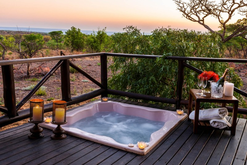 Jamila-Lodge-Private-Jacuzzi-romantic-set-up