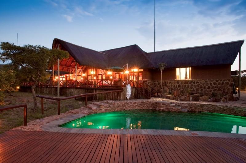 Jamila-Lodge-at-night