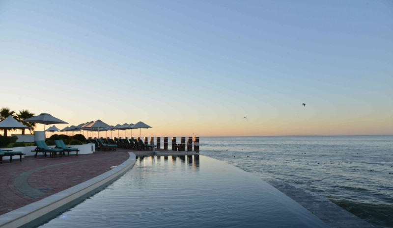 Pool-and-Pool-Loungers-Sunset-1
