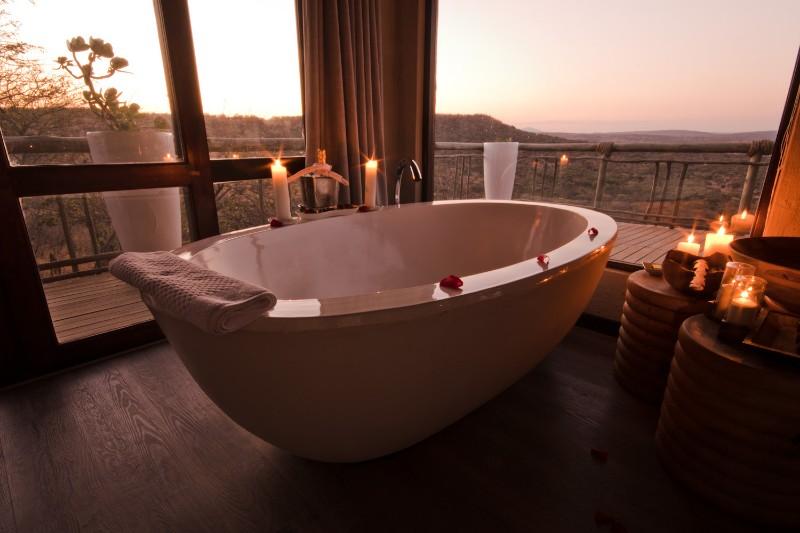Honeymoon-Suite-Bath-02