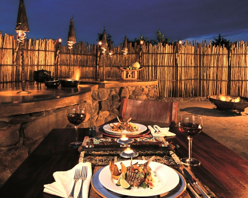 MAKWETI-SAFARI-LODGE-Gourmet-meals-in-the-boma1