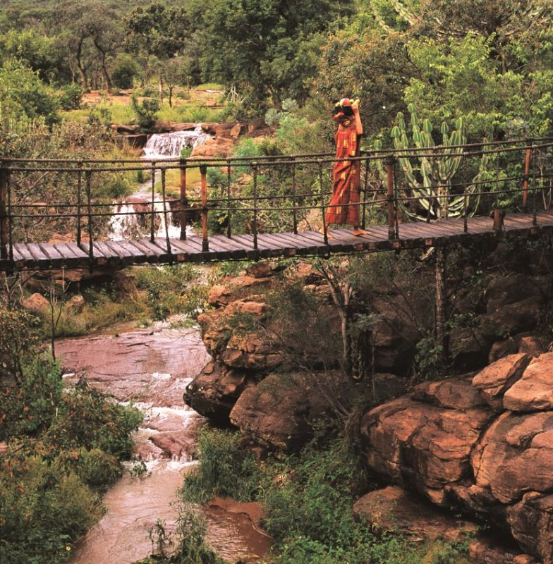 MAKWETI-SAFARI-LODGE-Swing-Bridge-over-the-Makweti-Gorge-linking-the-Main-lodge-to-two-of-the-suite1s