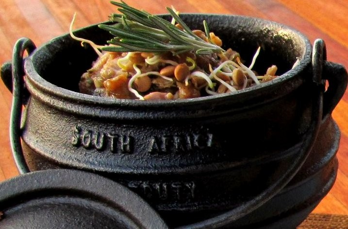 Makweti-dining-Enjoy-traditional-meals-such-as-potjie-kos-at-Makweti