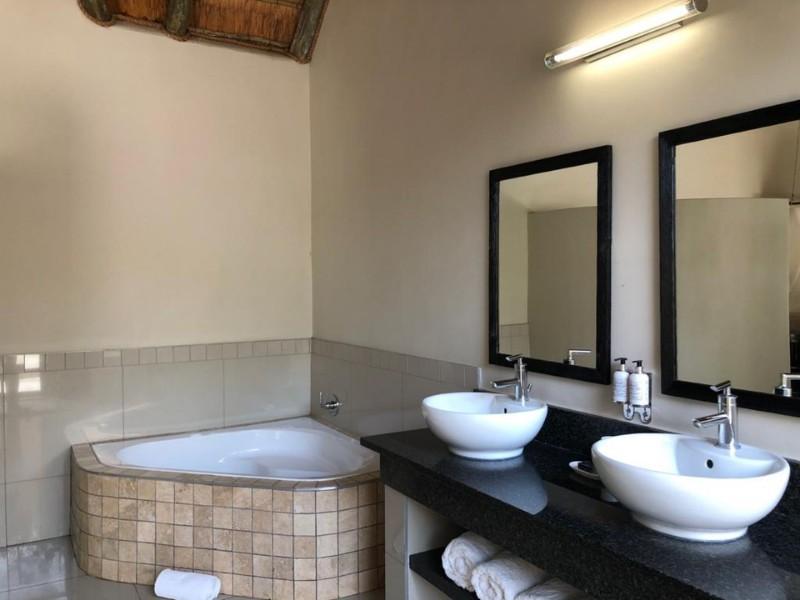 impala-bathroom-bath-view-land