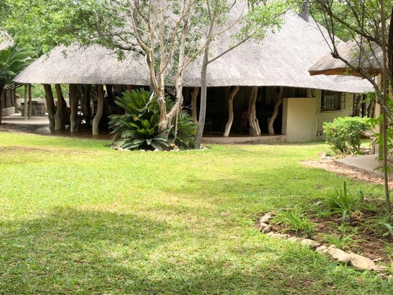 kwenga-exterior-bar-lounge
