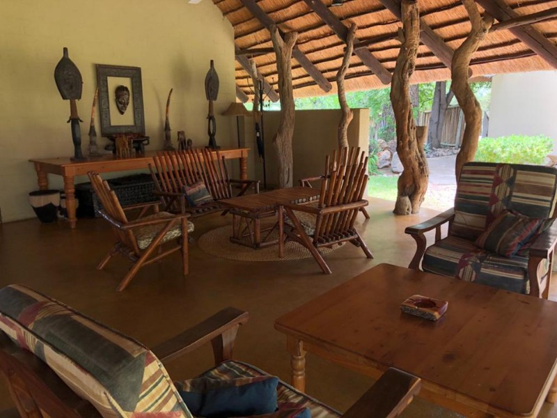 kwenga-lapa-bar-seating-overview