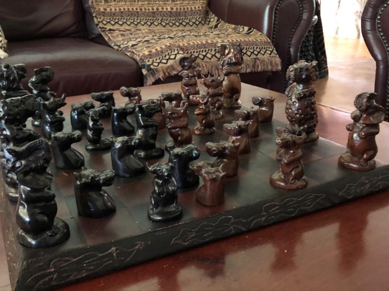 kwenga-lapa-lounge-seating-chess-decor
