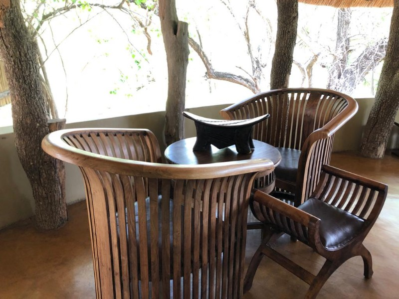 kwenga-lapa-seating-area-with-small-table