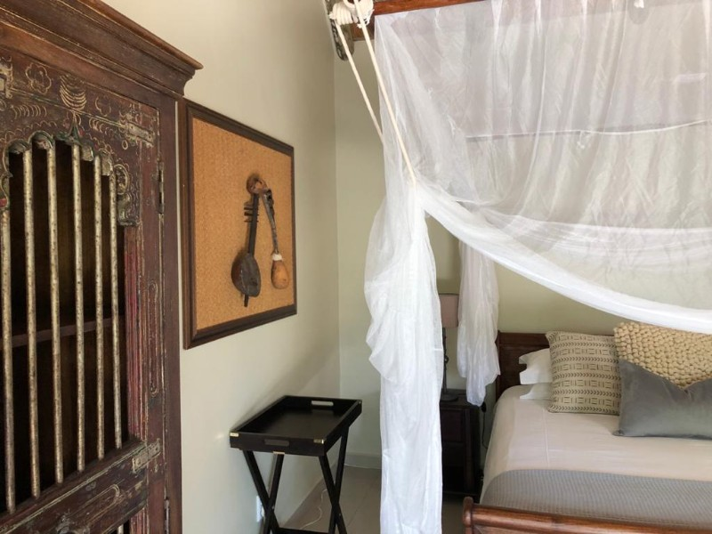 kwenga-luxury-no-3-Giraffe-bed-along-the-wall1