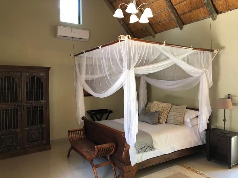 kwenga-luxury-no-3-Giraffe-bedroom-bed-side-and-lights