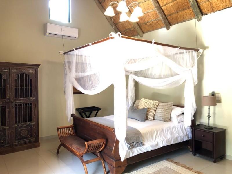 kwenga-luxury-no-3-Giraffe-bedroom-bed-side-light-on-bed-ceiling-light2