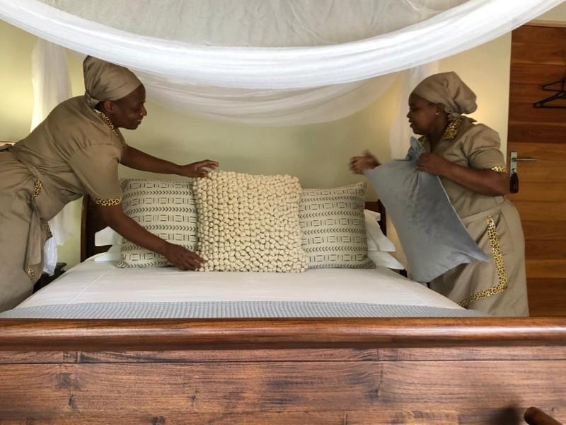 kwenga-staff-ladies-final-touches-in-Giraffe-no-3