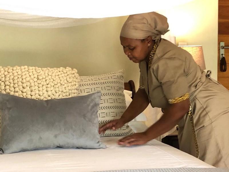kwenga-staff-lady-gladys-final-touches-bed